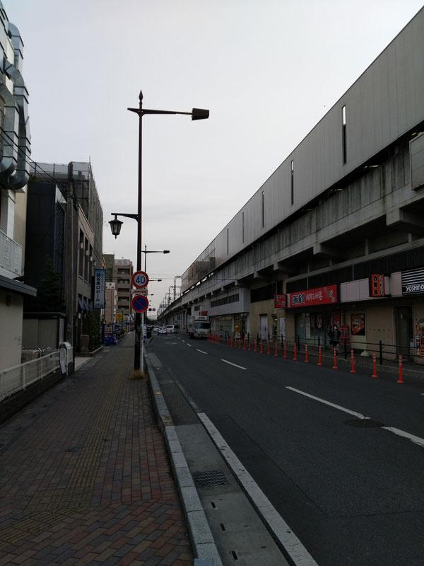 東武線沿いの一本道